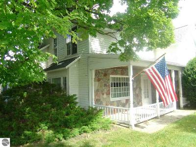 Grand Traverse County Single Family Home For Sale: 8491 Us-31 N