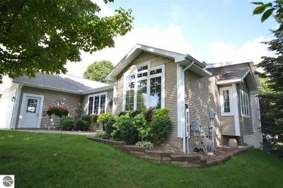 Traverse City Single Family Home For Sale: 3535 Silver Farms Lane