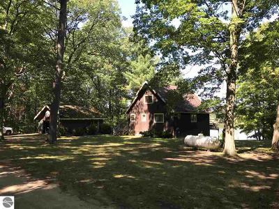 Traverse City MI Single Family Home For Sale: $220,000