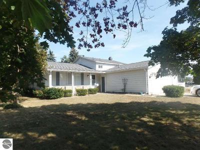 Mt Pleasant Single Family Home For Sale: 1323 E Palmer Street
