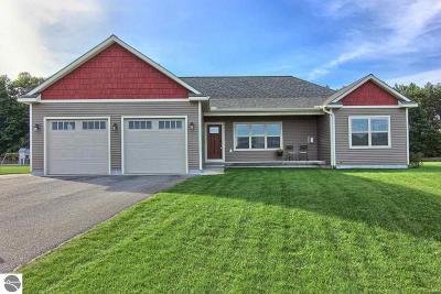 Traverse City Single Family Home For Sale: 1400 Saffron Circle