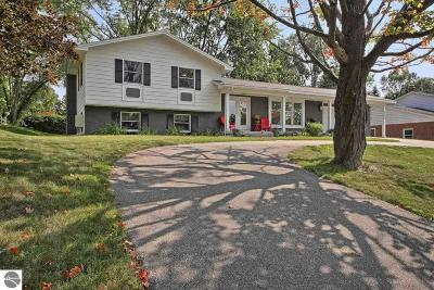Grand Traverse County Single Family Home For Sale: 710 Highland Park Drive