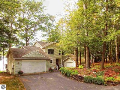 Traverse City Single Family Home For Sale: 2803 Crescent Shores Drive