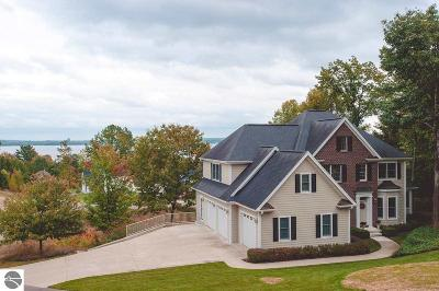 Traverse City Single Family Home For Sale: 550 Hidden Ridge Drive