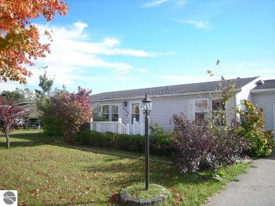 Grand Traverse County Single Family Home For Sale: 5379 N Brentwood Street