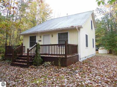 East Tawas Single Family Home For Sale: 1056 Park Drive