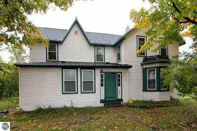 Elk Rapids Single Family Home For Sale: 135 Ames Street