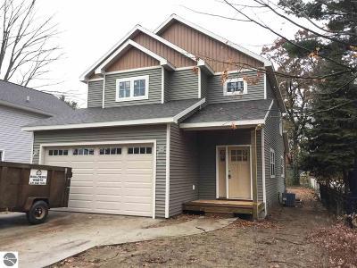 Traverse City Single Family Home For Sale: 1021 Washington Street