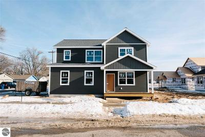 Grand Traverse County Single Family Home For Sale: 907 Wadsworth Street