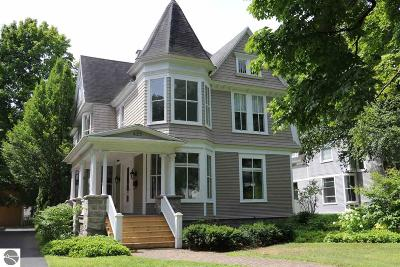 Grand Traverse County Single Family Home For Sale: 425 Sixth Street