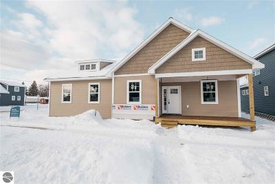 Grand Traverse County Single Family Home For Sale: 348 W Thirteenth Street