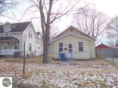 Single Family Home For Sale: 119 W Bremer
