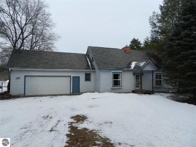 Traverse City Single Family Home For Sale: 3900 Rustic Manor Court