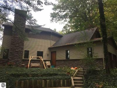 Traverse City MI Single Family Home For Sale: $499,000