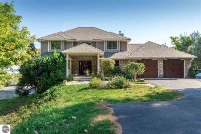 Leelanau County Single Family Home For Sale: 10400 Apple Ridge Drive