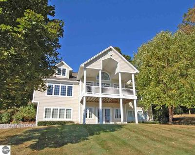 Grand Traverse County Single Family Home For Sale: 2561 E Crown Drive
