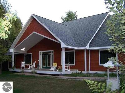 Grand Traverse County Single Family Home For Sale: 9337 Ayers Road