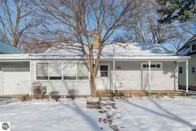 Grand Traverse County Single Family Home For Sale: 839 & 837 E Eighth Street