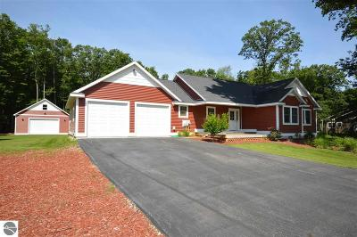 Grand Traverse County Single Family Home For Sale: 4365 Weatherwood Drive