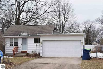 Grand Traverse County Single Family Home For Sale: 1204 Clinch Street