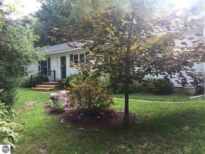 Elk Rapids MI Single Family Home For Sale: $249,900