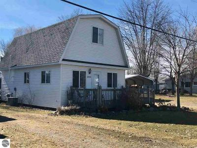 Standish Single Family Home For Sale: 2151 Oak Street