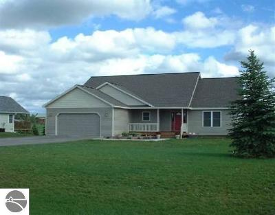 Traverse City Single Family Home For Sale: 721 Clyde Lee