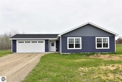 Traverse City Single Family Home For Sale: 9477 Kingsfield Drive