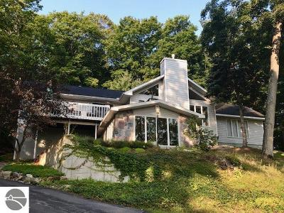 Leelanau County Single Family Home For Sale: 4440 S John Henry Drive