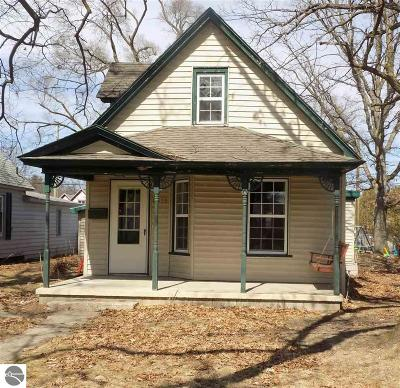 Traverse City Single Family Home Back On Market: 1015 Lincoln