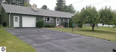 Tawas City Single Family Home For Sale: 118 7th Avenue