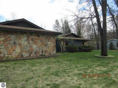 Alger Single Family Home For Sale: 5277 Elmhill Drive