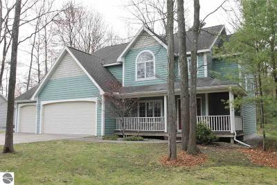 Traverse City Single Family Home For Sale: 3337 Autumn Leaf Drive
