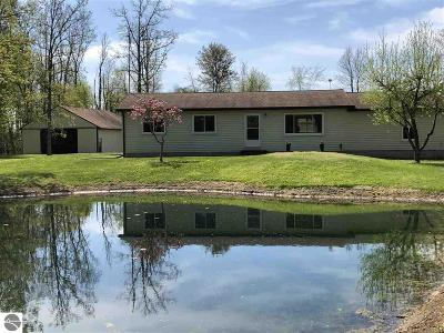 Au Gres Single Family Home For Sale: 545 S Mackinaw Road
