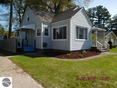 Tawas City MI Single Family Home For Sale: $98,000