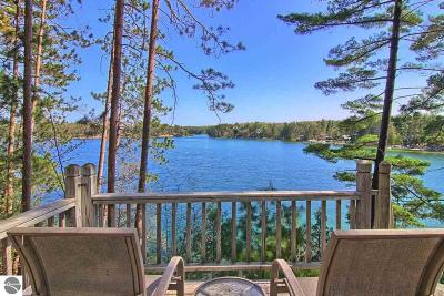 Traverse City Single Family Home For Sale: 2207 Gibbs Road