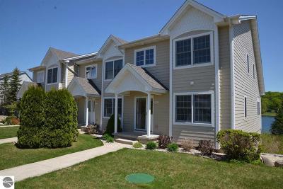 Condo For Sale: 2824 West Shore Drive #18
