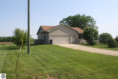 Mt Pleasant Single Family Home For Sale: 2945 E Beal City Road