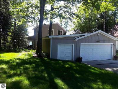 Lake Single Family Home For Sale: 6719 Woodridge