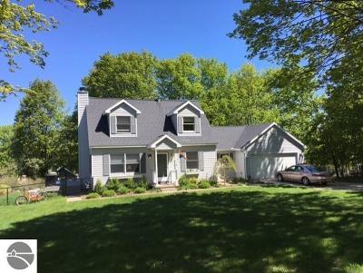 Leelanau County Single Family Home For Sale: 10156 W Washington