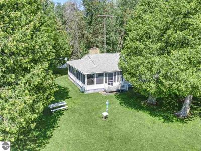 Mackinac County Single Family Home For Sale: 6263 W Epoufette Bay Road
