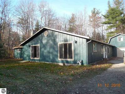 Tawas City Single Family Home For Sale: 530 W M-55