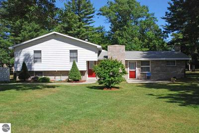 East Tawas Single Family Home For Sale: 6 S Baldwin Resort Road