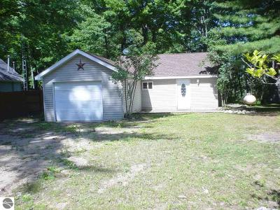 Ogemaw County Single Family Home For Sale: 539 Everett Trail S
