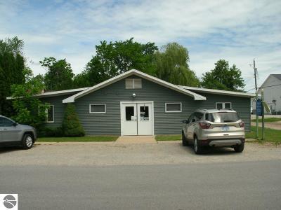 Elk Rapids MI Single Family Home For Sale: $220,000
