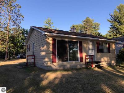 Oscoda Single Family Home For Sale: 6035 Cedar Lake Road