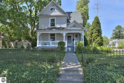 Traverse City Single Family Home For Sale: 104 S Elmwood Avenue