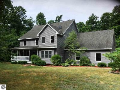 Leelanau County Single Family Home For Sale: 13822 Springview Drive