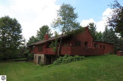 Traverse City Single Family Home For Sale: 2960 Parterre Place