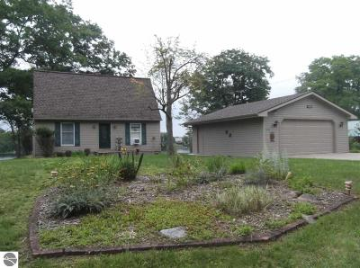 Alcona County Single Family Home For Sale: 2915 Lake Shore Drive